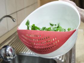 Bol cu strecuratoare, ideal pentru pregatirea unei salate