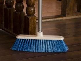 Matura Marisa, pentru curatenia podelelor cu aspect fin